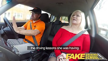 Mature blonde with big milkings Fucks with the taxi driver in his car