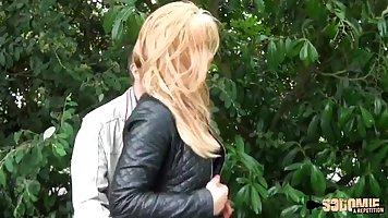 Блондинка после пикапа согласилась на анальный секс на видео камеру