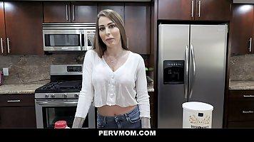 Брюнетка с большими дойками согласна на шикарный секс от первого лица