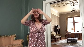 Mommy with big milkings during the solo programme showed off her body