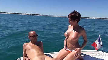 Mommy with big milkings gets on the yacht, double penetration