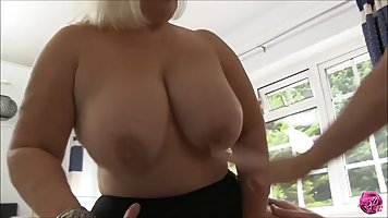 The Mature woman showed great milking and had sex with a young lover