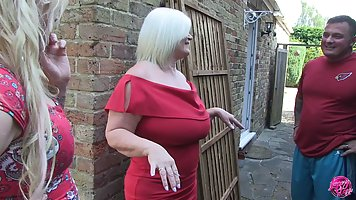 Две пышные блондинки с большими сиськами затрахали одного мужика
