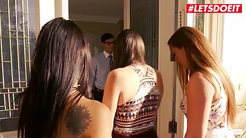 Two beauty gave the guy group Threesome Blowjob and spread her legs for a spanki...