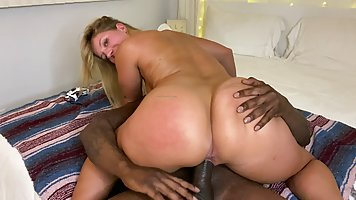 Blonde with big ass inserts a hairy slit sex with a black man