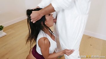 Bootyfull latina with big milkings cums on cock men