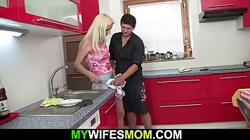 Son-in-law in the kitchen unpacked vagina Mature mother in law big beautiful pha...