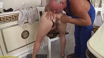 A mature aunt fucks a plumber in a deep hairy hole in cancer