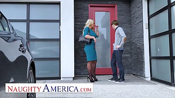 Big ass blonde in stockings gave herself up to a skinny guy in a deep clean vagi...